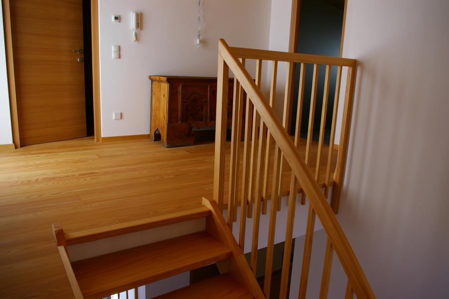 Holztreppen Südtirol Suedtirol Treppen Treppen in Holz Massivholztreppen Vollholztreppen Pohltreppen Meisterbetrieb Treppenrestaurationen Latsch Vinschgau Karpoforus (20)