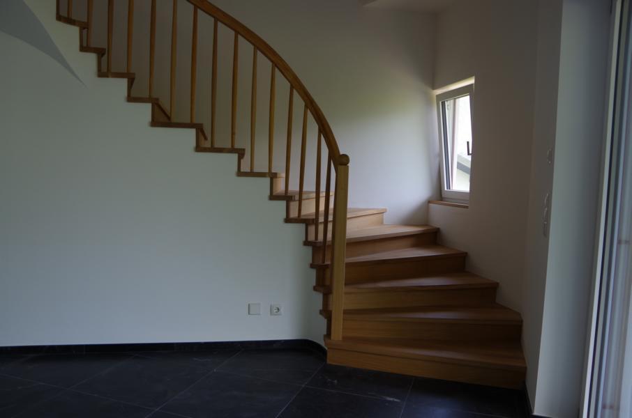 Treppen-in-Holz-Treppengeländer-handwerklich-gefertigt-Suedtirol-Vinsgau-Tarsch-Karpoforus